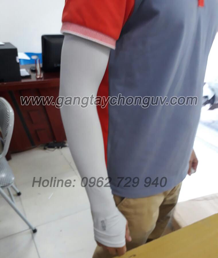 Găng tay chống nắng xỏ ngón màu xám chơi thể thao